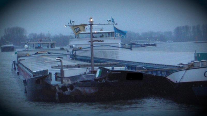 Öl-Verschmutzung im Rhein (Foto: SAT.1 NRW)