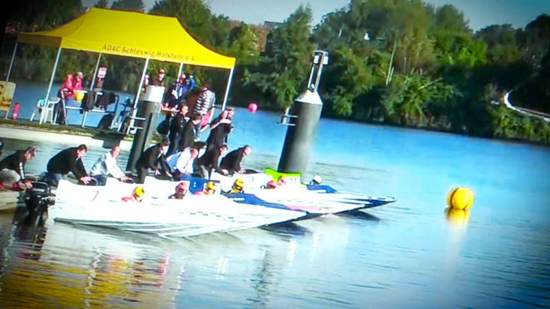Highlight auf der Boot: Speedboot fahren im Simulator (Foto: SAT.1 NRW)
