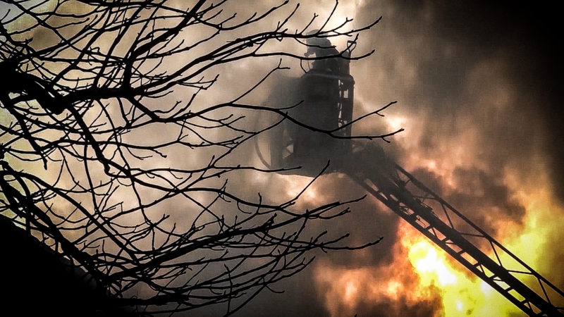 Nachbarn retten Großfamilie bei Brand (Foto: SAT.1 NRW)