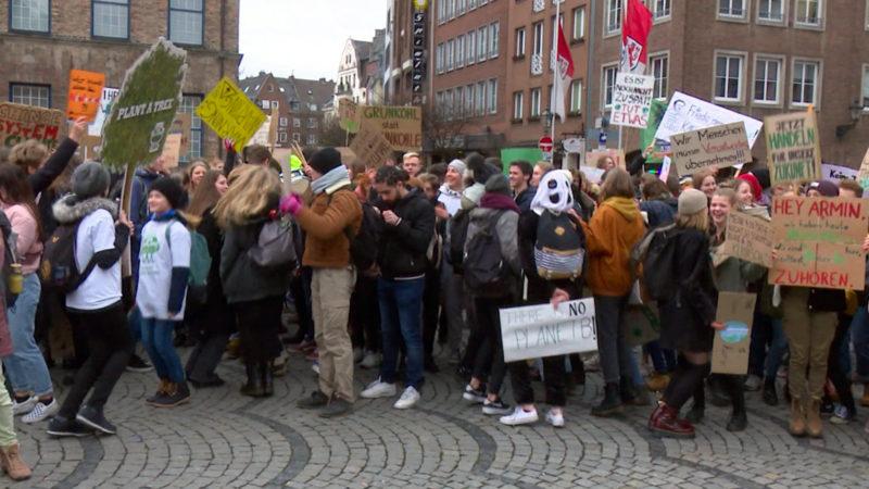 """Tausende Schüler bei """"Fridays for Future""""-Demo (Foto: SAT.1 NRW)"""