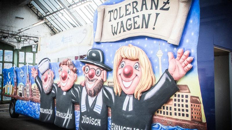 Karnevalswagen für Toleranz (Foto: SAT.1 NRW)