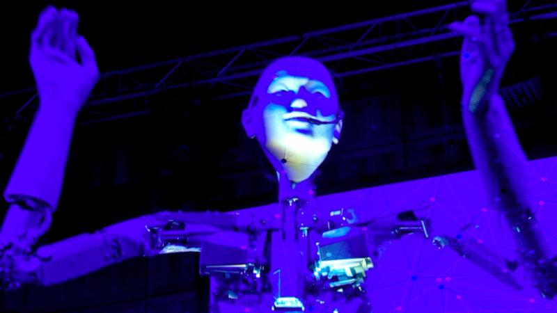 Roboter dirigiert Orchester (Foto: SAT.1 NRW)