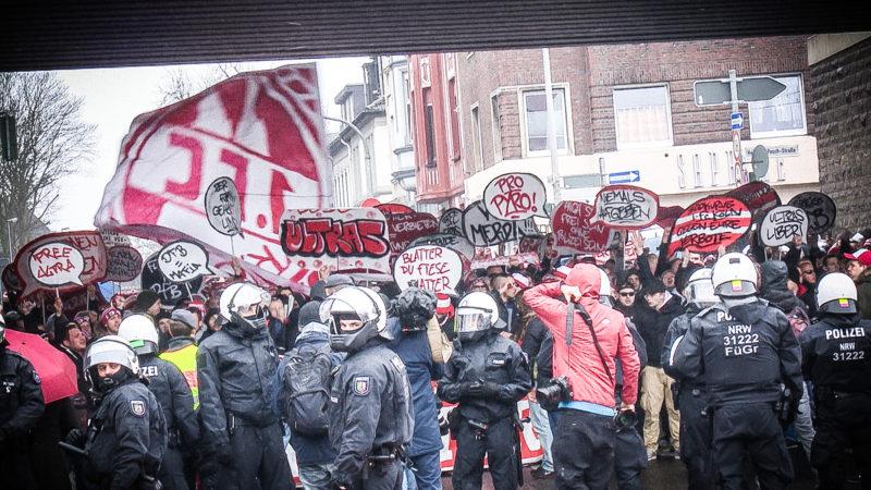 Wer bezahlt Polizeikosten beim Fußball? (Foto: SAT.1 NRW)