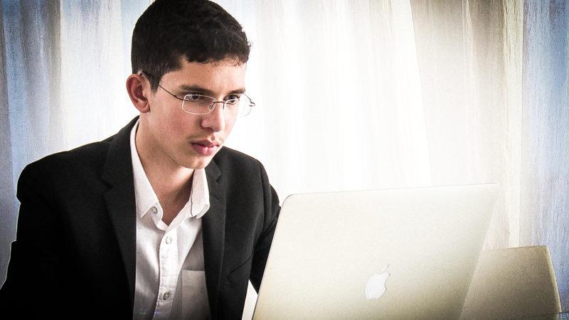 15-jähriger entwickelt Übersetzerapp (Foto: SAT.1 NRW)
