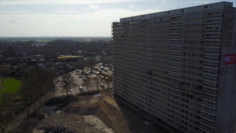 """Vorbereitung auf die Sprengung des """"Weißen Riesen"""" in Duisburg (Foto: SAT.1 NRW)"""