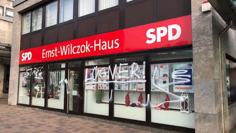 Schmiererein an Parteigebäuden in Bottrop (Foto: SAT.1 NRW)