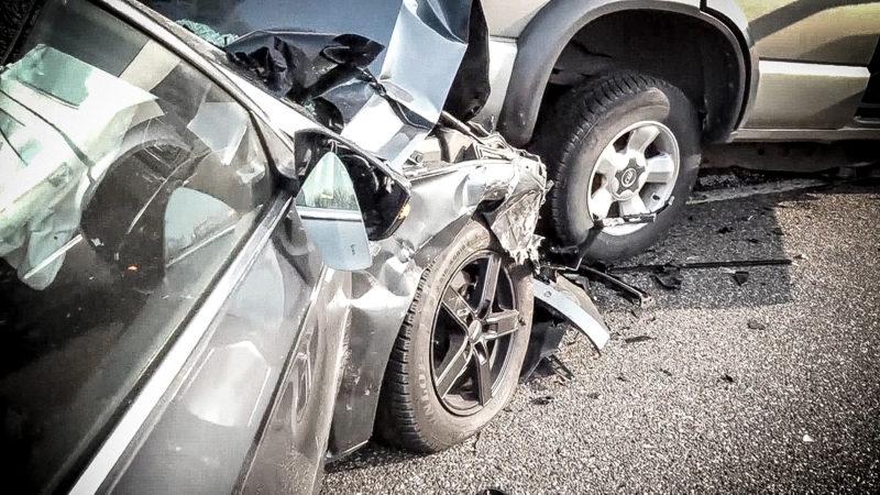 Ersthelfer rettet Autofahrerin (Foto: SAT.1 NRW)