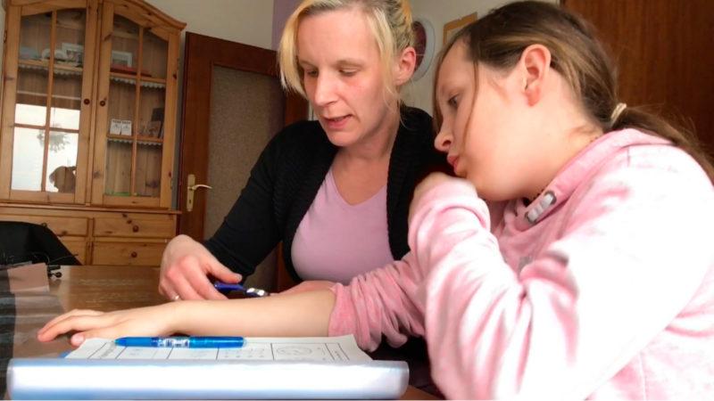 Klassenfahrt ohne behindertes Mädchen (Foto: SAT.1 NRW)