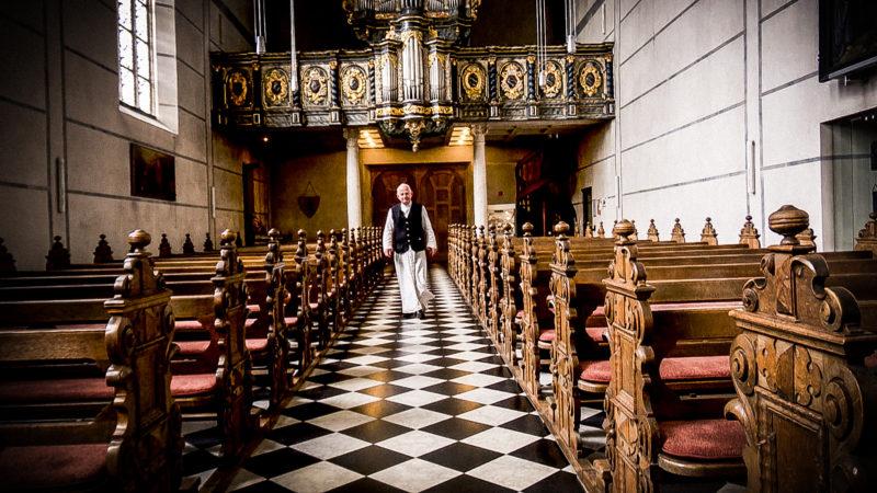 Mönch allein im Kloster (Foto: SAT.1 NRW)