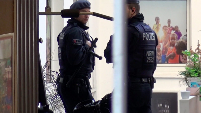 Razzia bei Ansaar International (Foto: SAT.1 NRW)