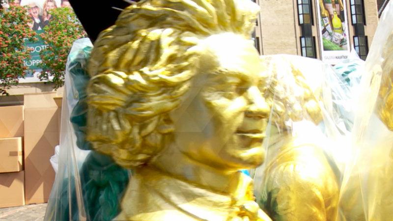 Lächelnde Beethoven-Figuren für Bonn (Foto: SAT.1 NRW)