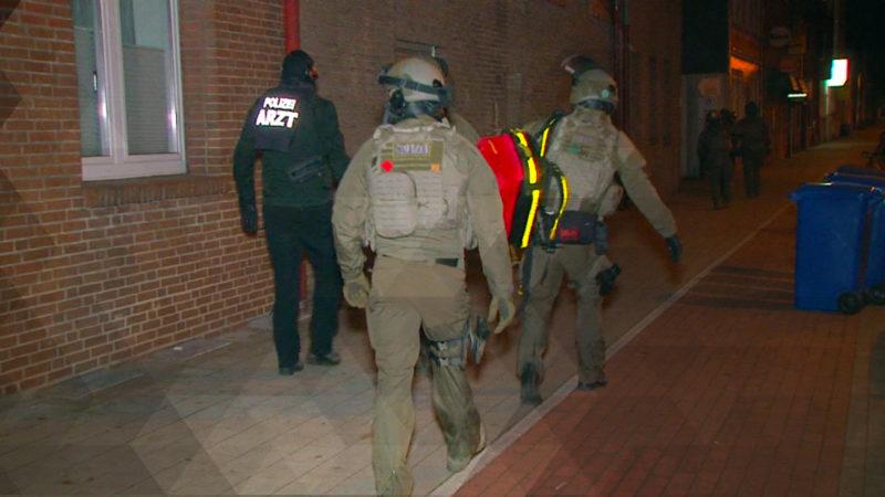 Polizei sprengt offenbar IS-Terrorzelle (Foto: SAT.1 NRW)