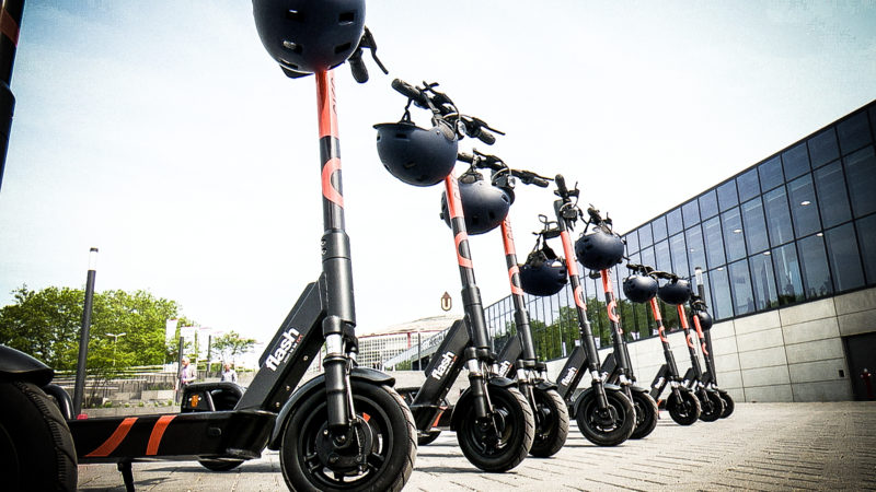 Post nutzt E-Scooter (Foto: SAT.1 NRW)