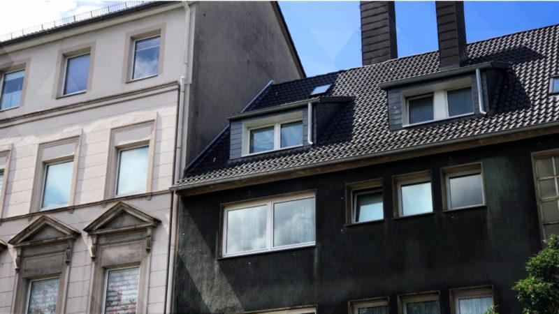 Junge stirbt nach Sturz aus Fenster (Foto: SAT.1 NRW)