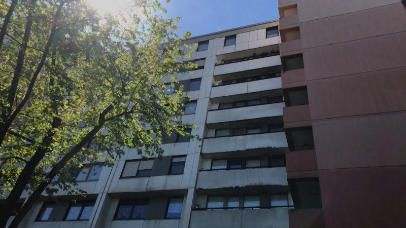 Hochhaus geräumt, Bewohner verzweifelt (Foto: SAT.1 NRW)