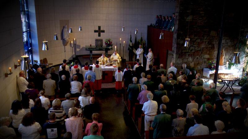 LETZTE KATHOLISCHE KIRCHE IN HAMBACH ENTWEIHT (Foto: SAT.1 NRW)