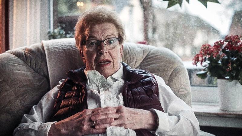 Oma wird zum Werbestar (Foto: SAT.1 NRW)