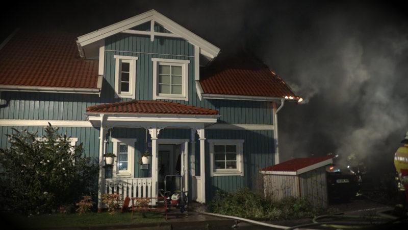 Feuer vernichtet Traumhaus (Foto: SAT.1 NRW)