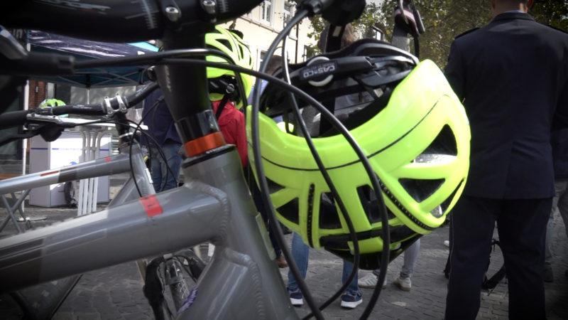 Ja zum Helm?! (Foto: SAT.1 NRW)