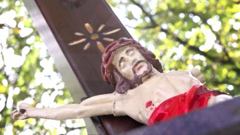 Jesus-Figur demoliert (Foto: SAT.1 NRW)