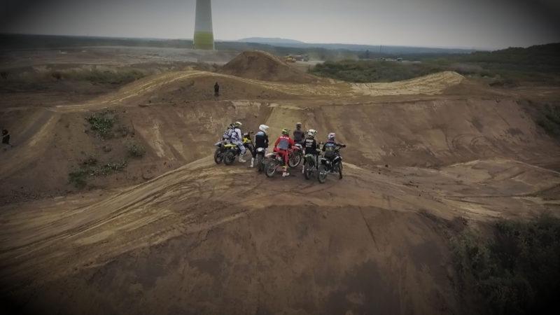 Männer, Matsch und Motorcross (Foto: SAT.1 NRW)