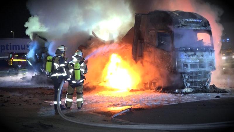 Milch-Laster in Flammen (Foto: SAT.1 NRW)