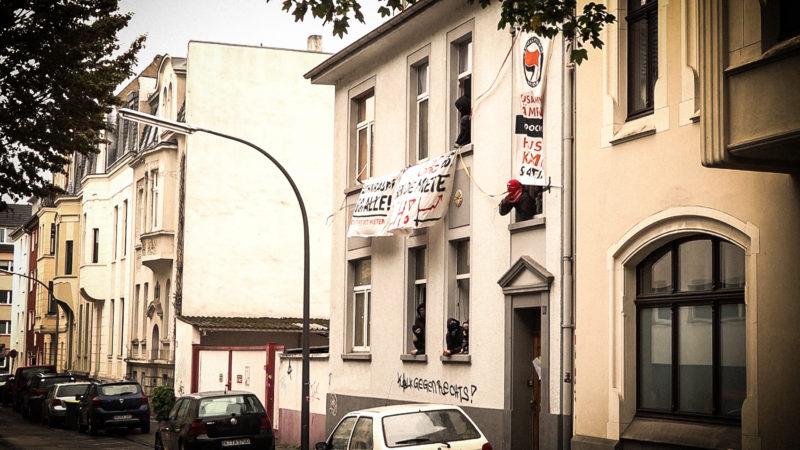 Haus in Köln besetzt (Foto: SAT.1 NRW)