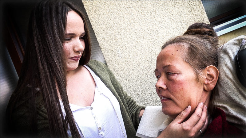 Kein Pflegedienst für kranke Mutter (Foto: SAT.1 NRW)