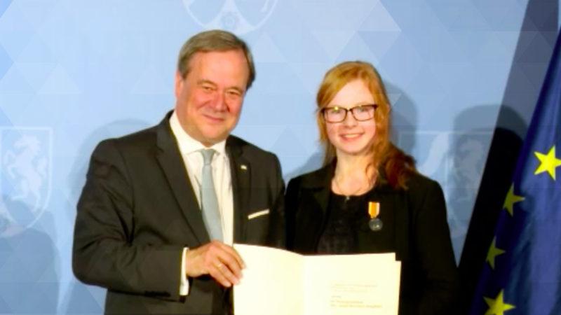 14-Jährige erhält Rettungsmedaille (Foto: SAT.1 NRW)