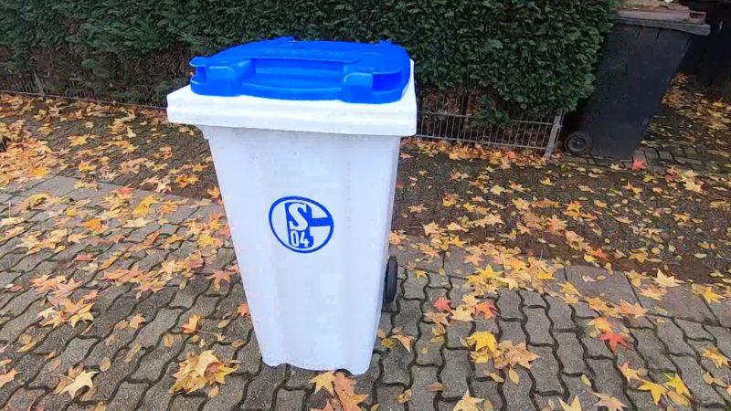 Schalke-Fan bekommt eigene Tonne (Foto: SAT.1 NRW)