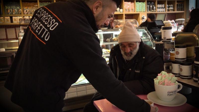 Gratis Essen für Obdachlose (Foto: SAT.1 NRW)