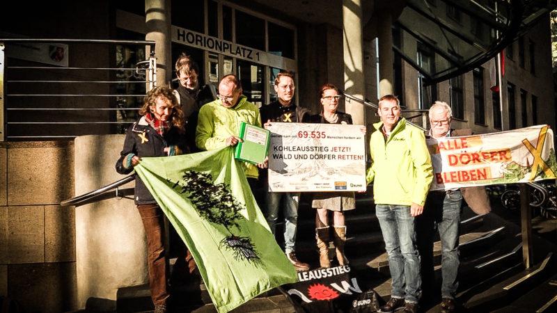 Unterschriften gegen Braunkohletagebau (Foto: SAT.1 NRW)