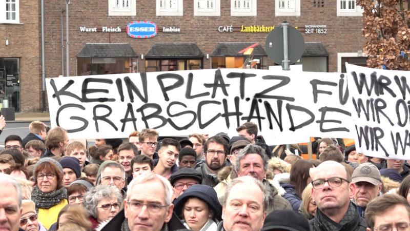 Demo gegen rechte Grabschänder (Foto: SAT.1 NRW)