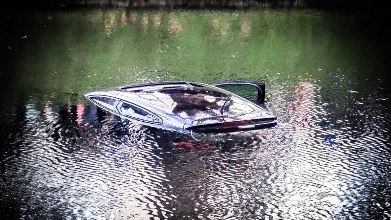 Rentner aus Auto im Wasser gerettet (Foto: SAT.1 NRW)