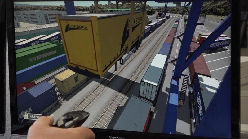 Kranfahren im Simulator (Foto: SAT.1 NRW)