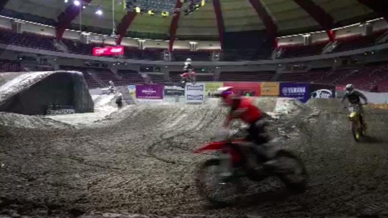 Supercross in Dortmund startet (Foto: SAT.1 NRW)