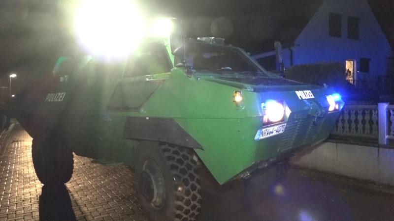 Razzia mit Panzer (Foto: SAT.1 NRW)