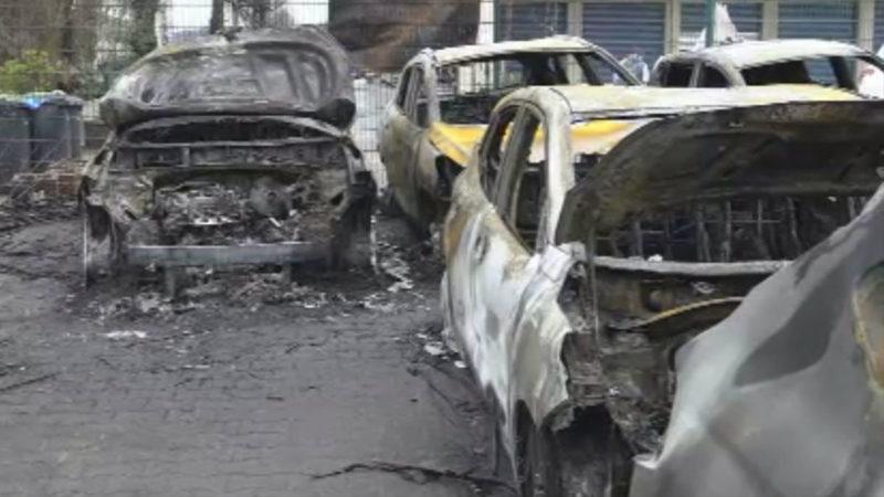 Großbrand auf Parkplatz (Foto: SAT.1 NRW)