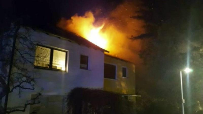 Toter nach Dachstuhlbrand (Foto: SAT.1 NRW)