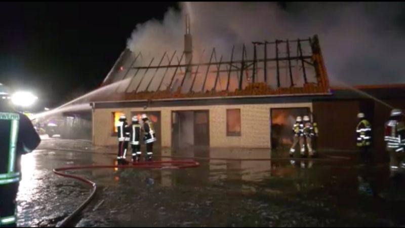 Tischlerei brennt nieder (Foto: SAT.1 NRW)