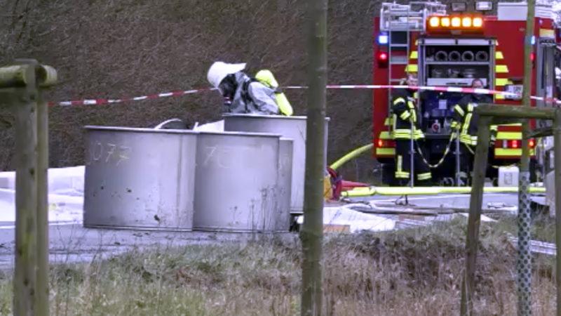 Gefahrguttransporter in Graben gefahren (Foto: SAT.1 NRW)
