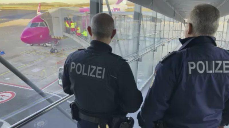 Rechte an Flughafen gestoppt (Foto: SAT.1 NRW)