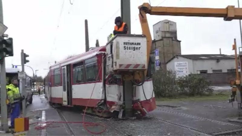 Straßenbahn in Duisburg entgleist (Foto: SAT.1 NRW)