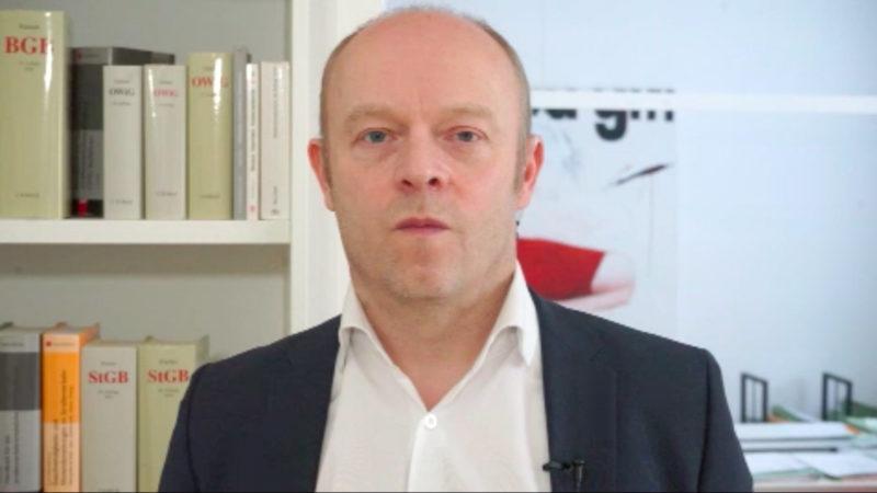 Rechtsanwalt Arndt Kempgens zu den Rechten von Eltern (Foto: SAT.1 NRW)