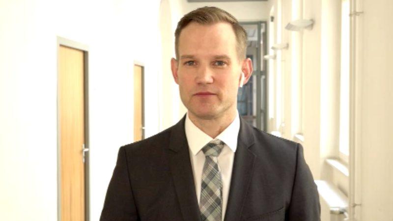 Virologe Hendrik Streeck präsentiert Corona-Studie (Foto: SAT.1 NRW)