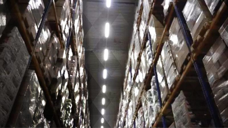 Supermarkt-Lager sind voll (Foto: SAT.1 NRW)