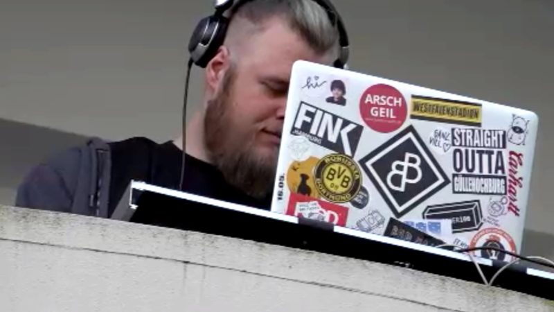 DJ legt im Hinterhof auf (Foto: SAT.1 NRW)