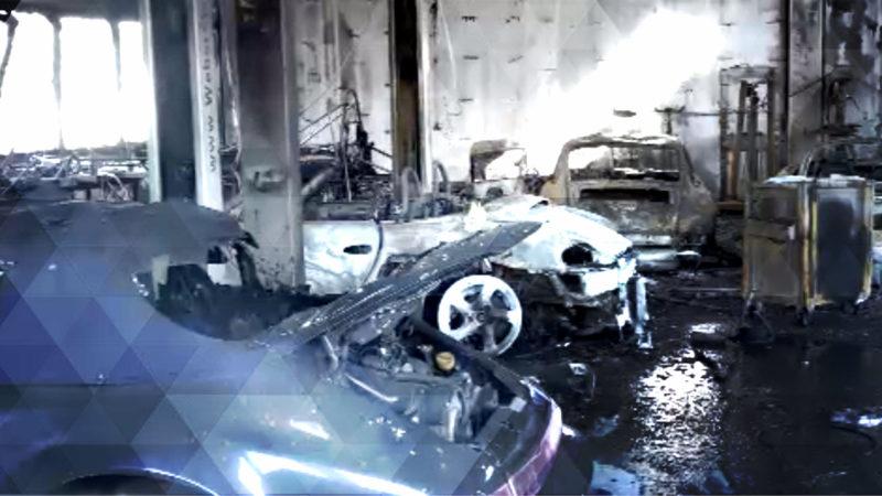 Mehrere Porsche bei Hallenbrand zerstört (Foto: SAT.1 NRW)