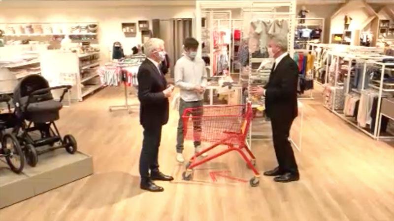 Wirtschaftsminister Pinkwart besucht Einzelhandel (Foto: SAT.1 NRW)