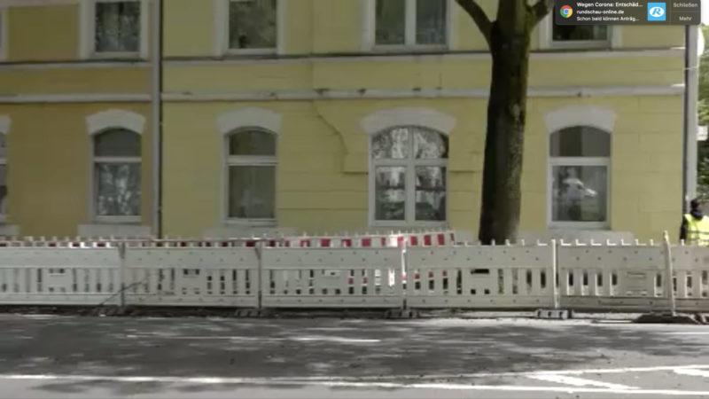 Quarantäne-Häuser eingezäunt (Foto: SAT.1 NRW)